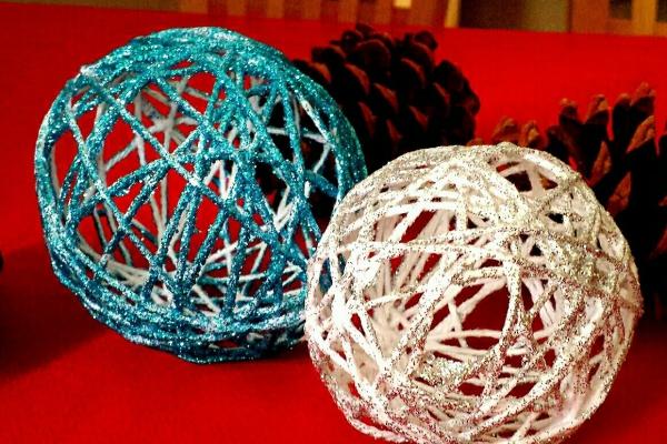 boule de Noël à fabriquer en fil vernissé