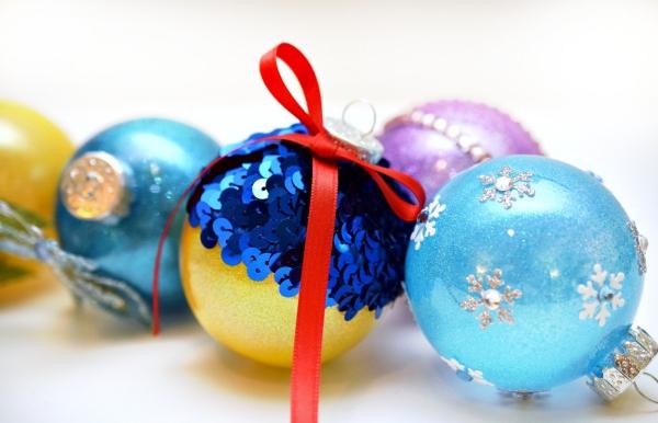 boule de Noël à fabriquer paillettes et perles
