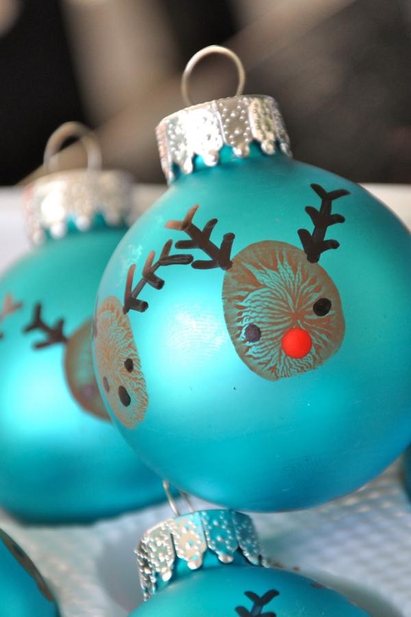 boule de Noël à fabriquer peintes en bleu