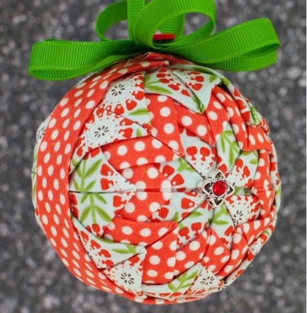 boule de Noël à fabriquer serviettes pliées
