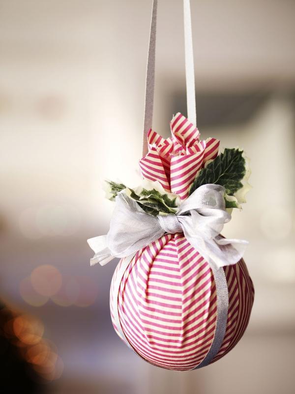 boule de Noël à fabriquer un morceau de tissu