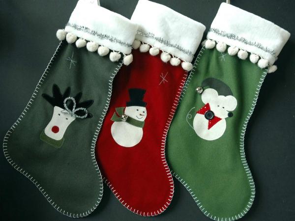chaussette de Noël à fabriquer manchettes à pompons