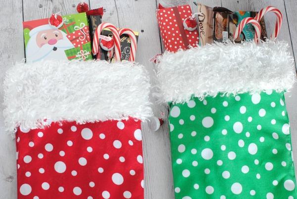 chaussette de Noël à fabriquer rouge et verte