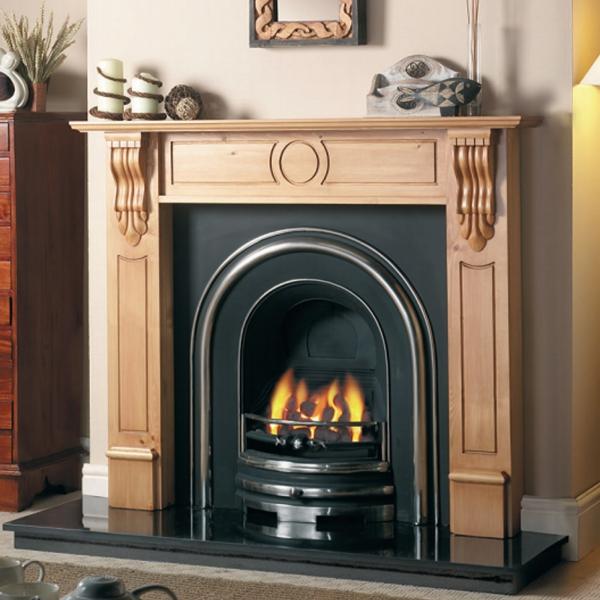 cheminée avec insert cadre en bois