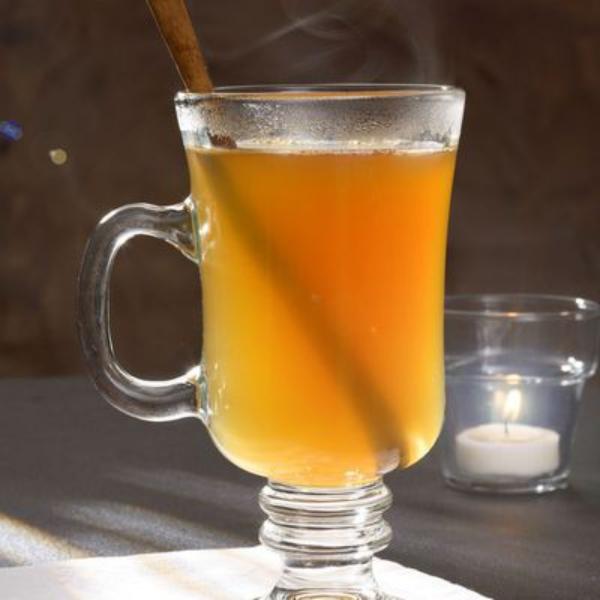 cocktail Noël sans alcool cidre chaud épicé