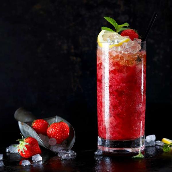 cocktail Noël sans alcool mélange de fraises