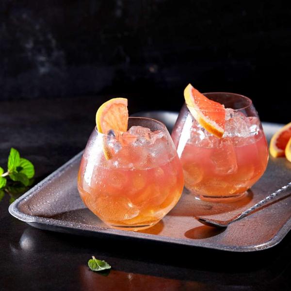 cocktail Noël sans alcool pamplemousse et feuilles de menthe