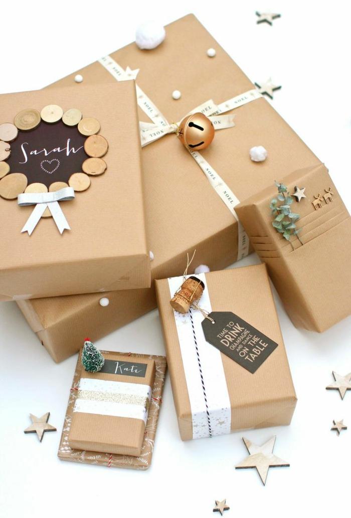 comment décorer un cadeau de noël avec du papier cadeau kraft