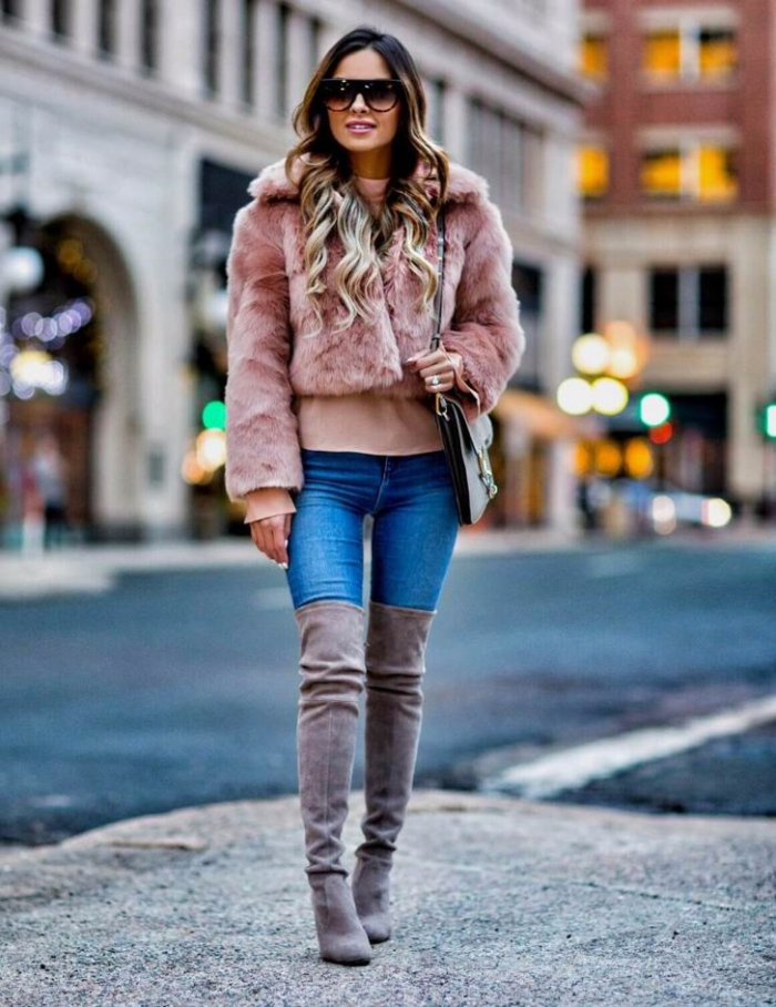comment porter des cuissardes avec manteau en fausse fourrure