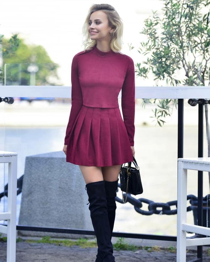 comment porter des cuissardes avec une jupe plissée
