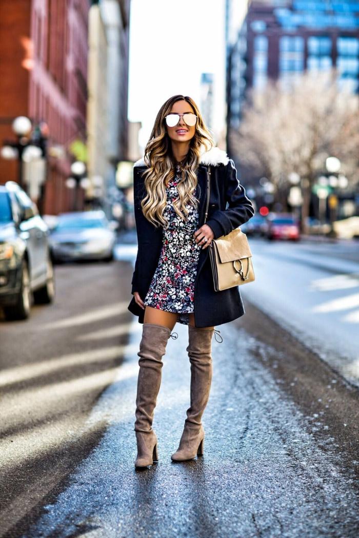 comment porter des cuissardes avec une robe florale