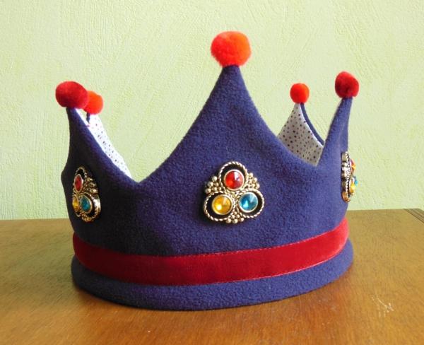 couronne Épiphanie avec des pompons rouges