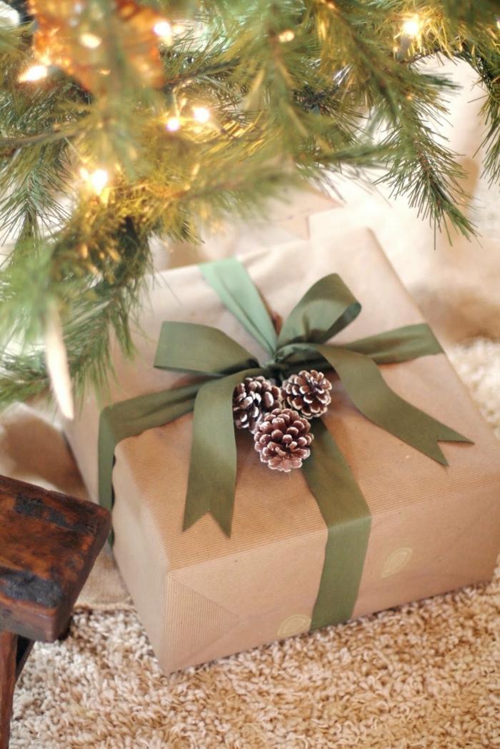 déco papier cadeau kraft avec ruban vert