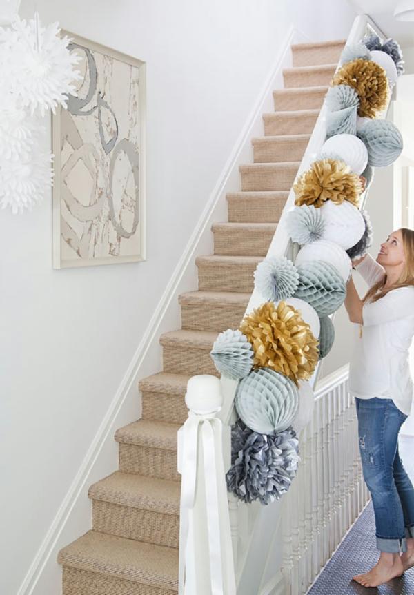 décoration escalier noël boules en papier