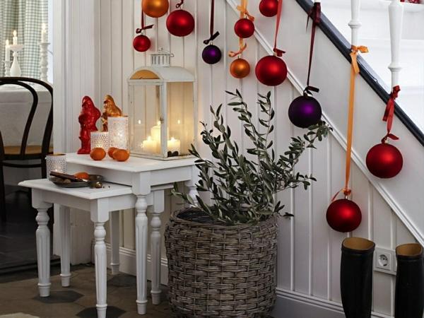 décoration escalier noël boules géantes