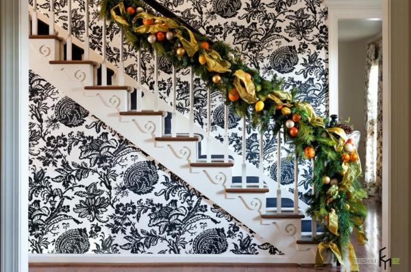 décoration escalier noël guirlande boules fruits