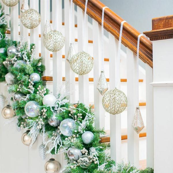 décoration escalier noël ornements argentés