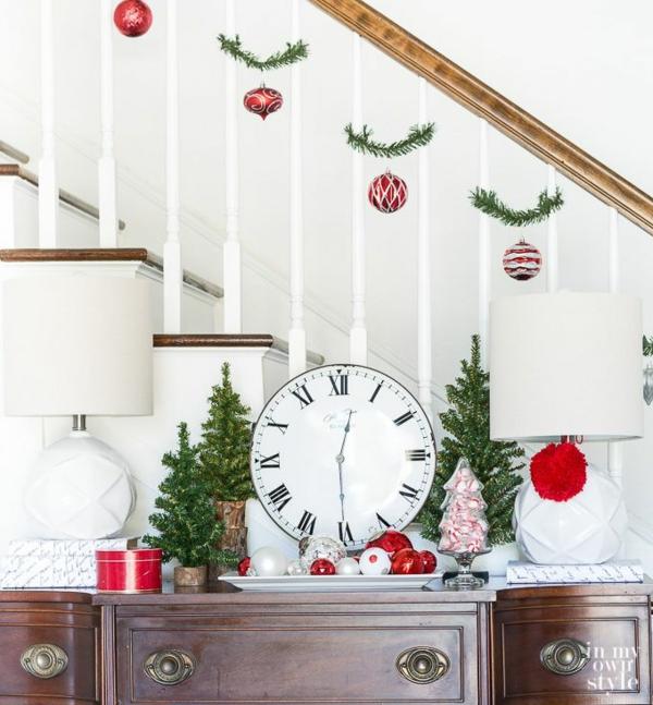 décoration escalier noël ornements de sapin