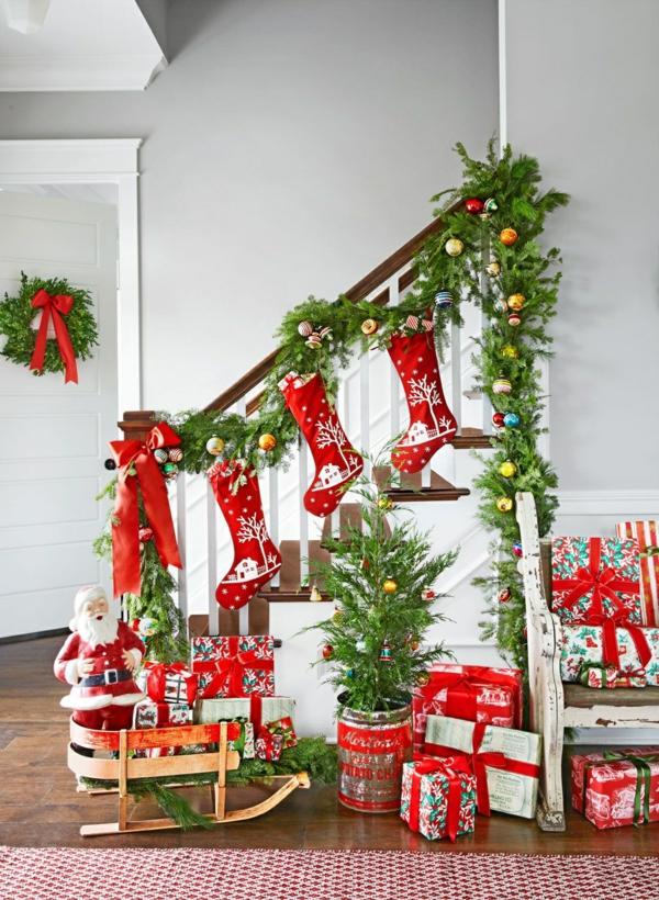 décoration escalier noël rouge et vert