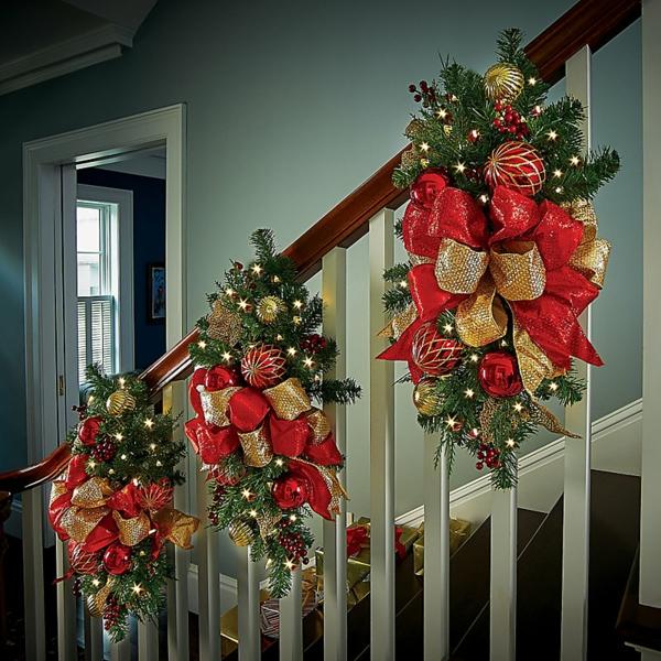 décoration escalier noël rubans colorés