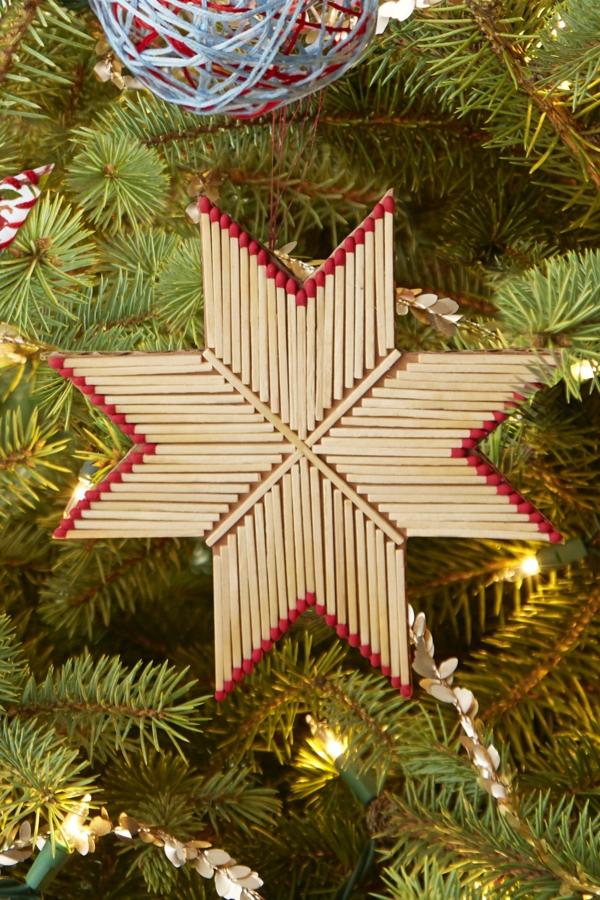 décorer son sapin de noël étoile de noël allumettes