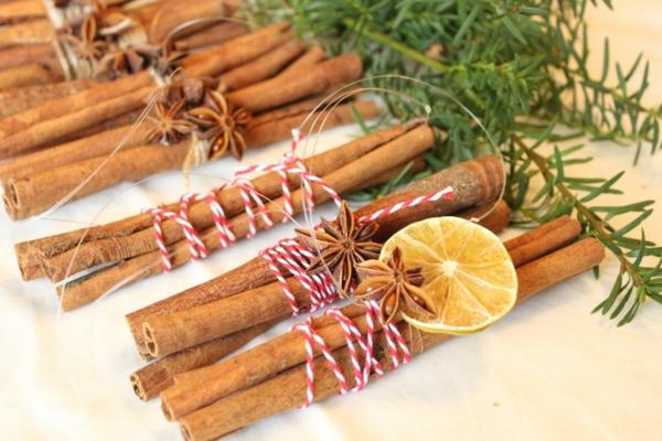 décorer son sapin de noël bâtons de cannelle