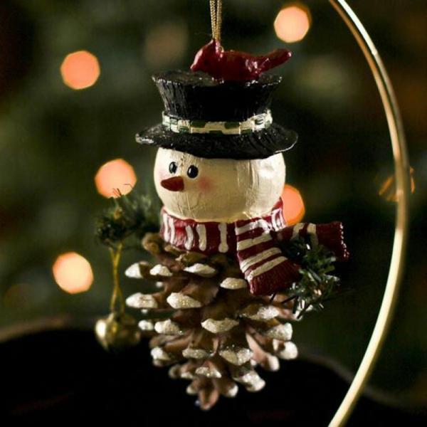 décorer son sapin de noël bonhomme de neige pomme de pin