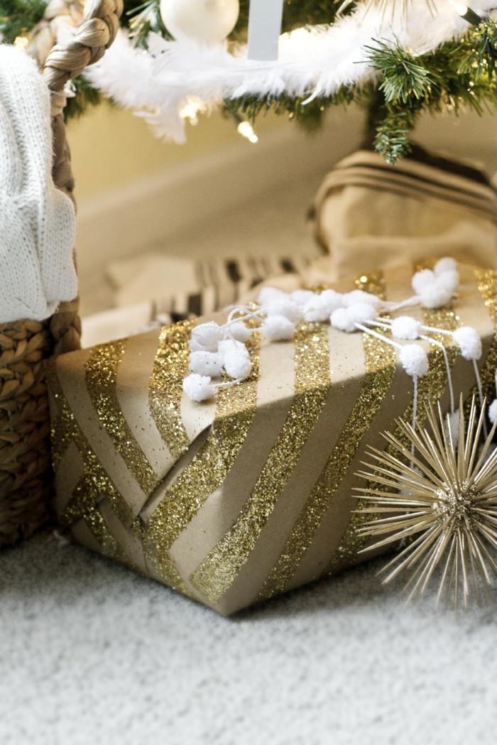 emballage avec papier cadeau kraft et des paillettes