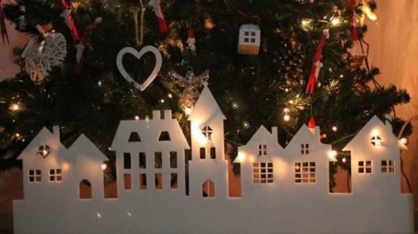 fabriquer un village de Noël au pied du sapin