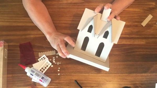 fabriquer un village de Noël support en carton