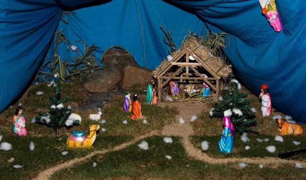 fabriquer une crèche de Noël décor naturel