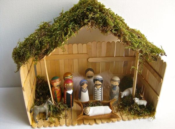 fabriquer une crèche de Noël mousse pour le toit