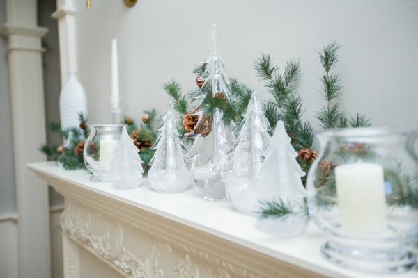 idée déco cheminée noël figurines de crystal