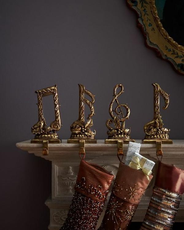 idée déco cheminée noël figurines en laiton