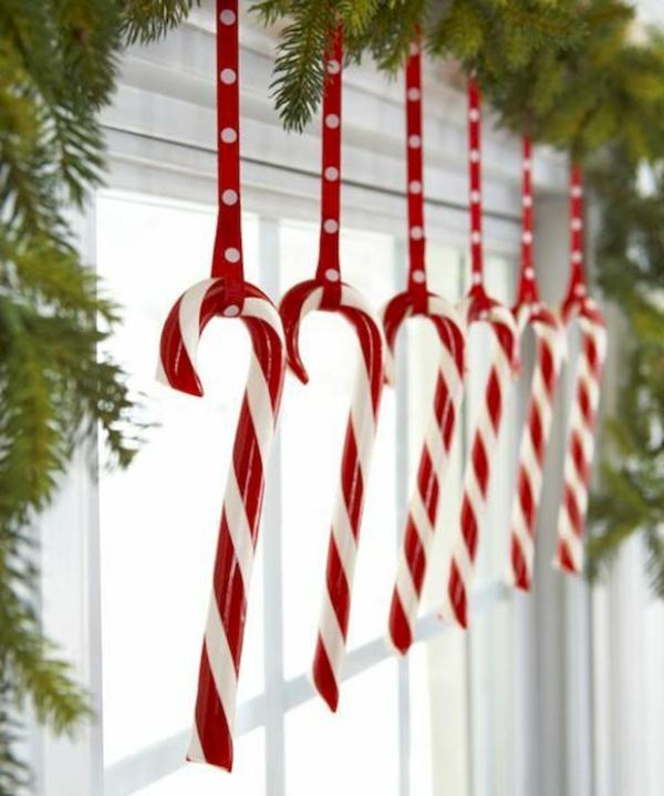 idée déco fenêtre noël bonbons canne à sucre