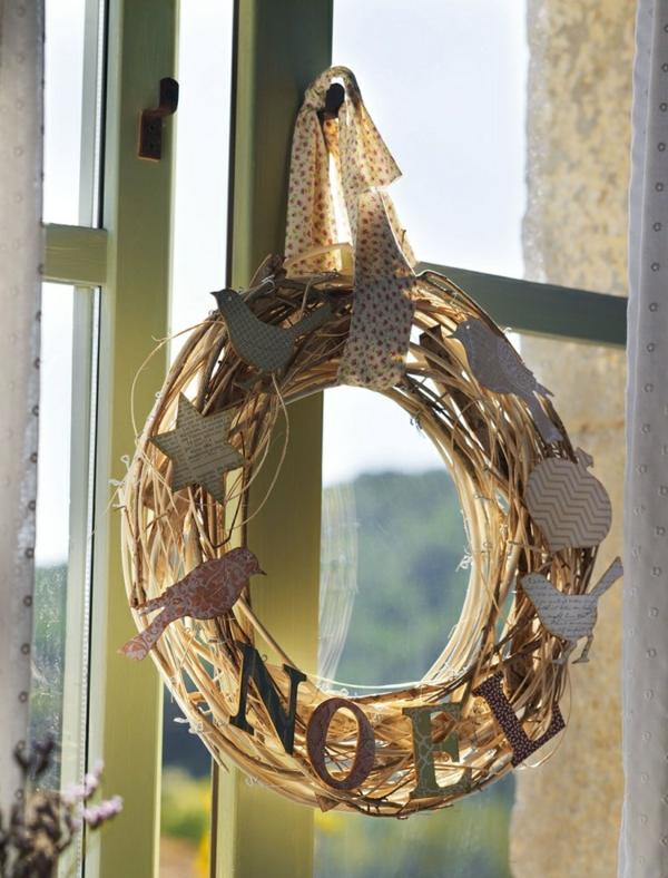 idée déco fenêtre noël diy couronne branchage papier