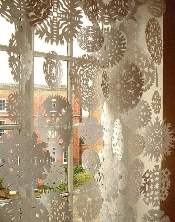 idée déco fenêtre noël flocons origami