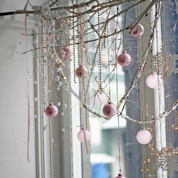 idée déco fenêtre noël guirlande boules perles
