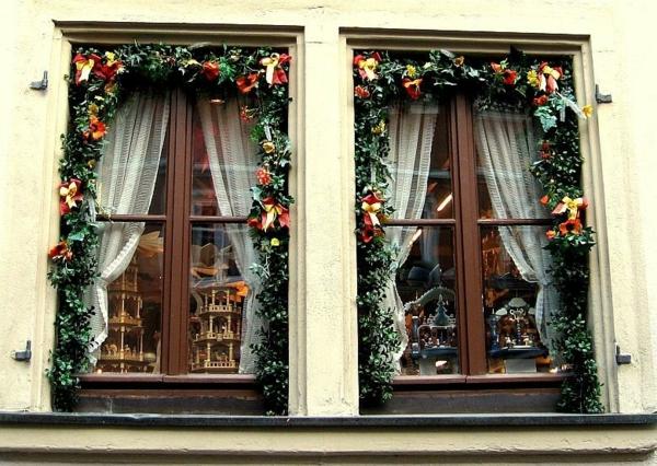 idée déco fenêtre noël guirlandes extérieur