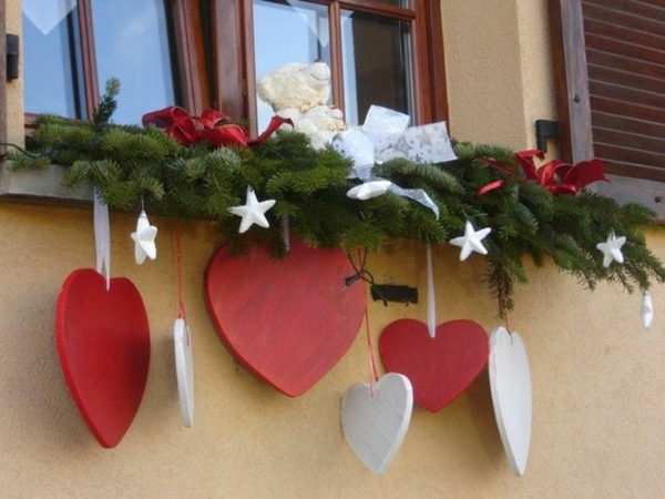 idée déco fenêtre noël ornements en bois extérieur