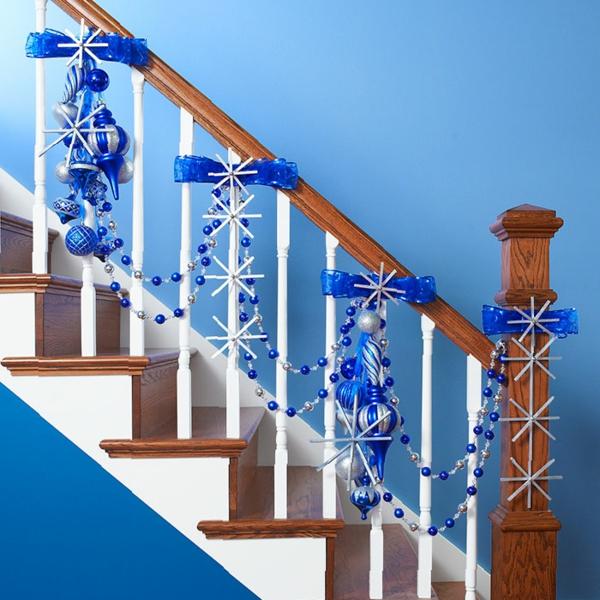 idée de décoration escalier noël en bleu