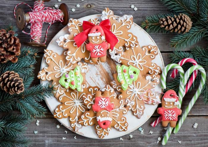 idée glaçage biscuit noël diy bonhommes de pain d'épice flocons de neige