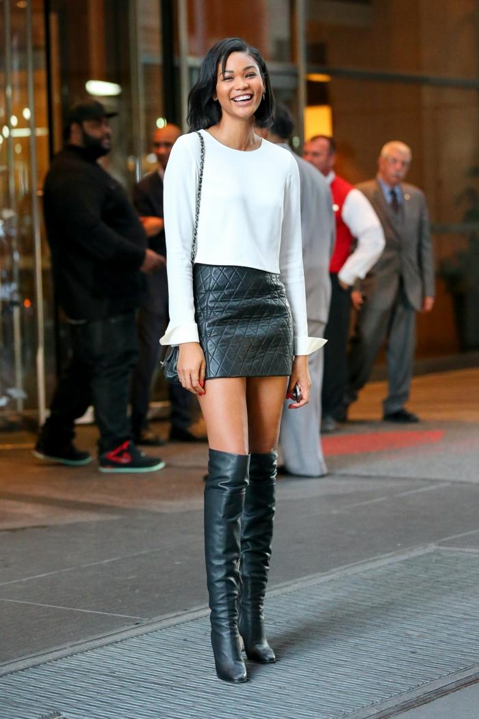 jupe-en-cuir-noir-idée-comment-porter-des-cuissardes