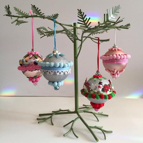mobile de Noël à fabriquer boules d'ornements