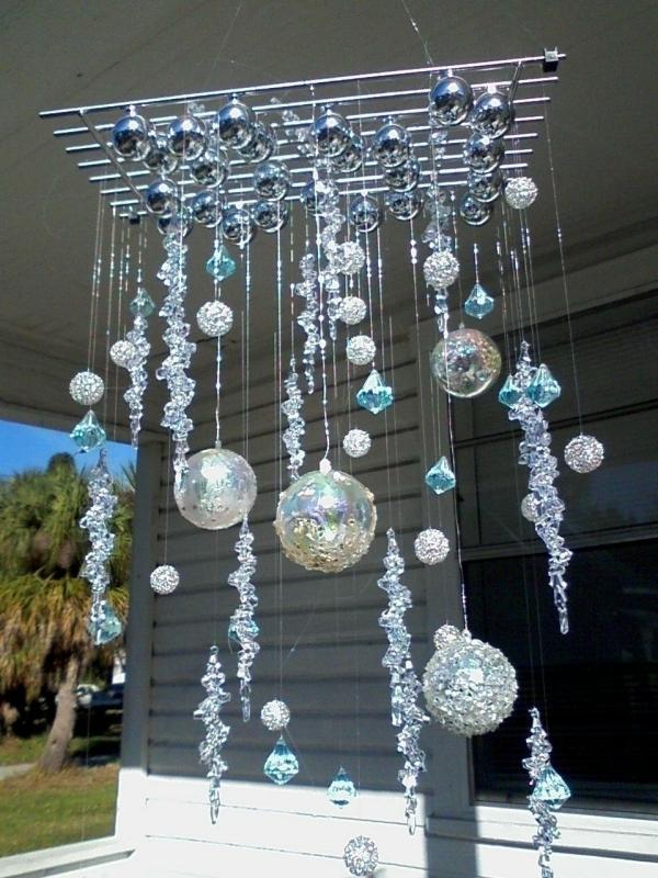 mobile de Noël à fabriquer des boules de différentes tailles