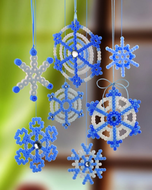 mobile de Noël à fabriquer flocons de neige en plastique