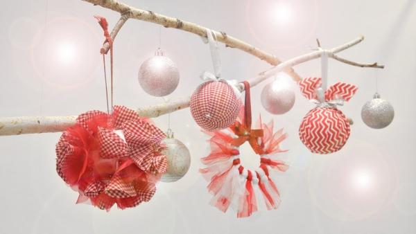 mobile de Noël à fabriquer noeuds et boules