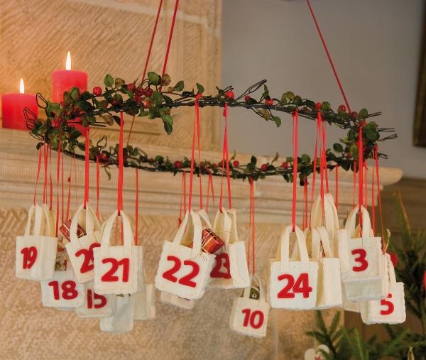 mobile de Noël à fabriquer un cerceau suspendu