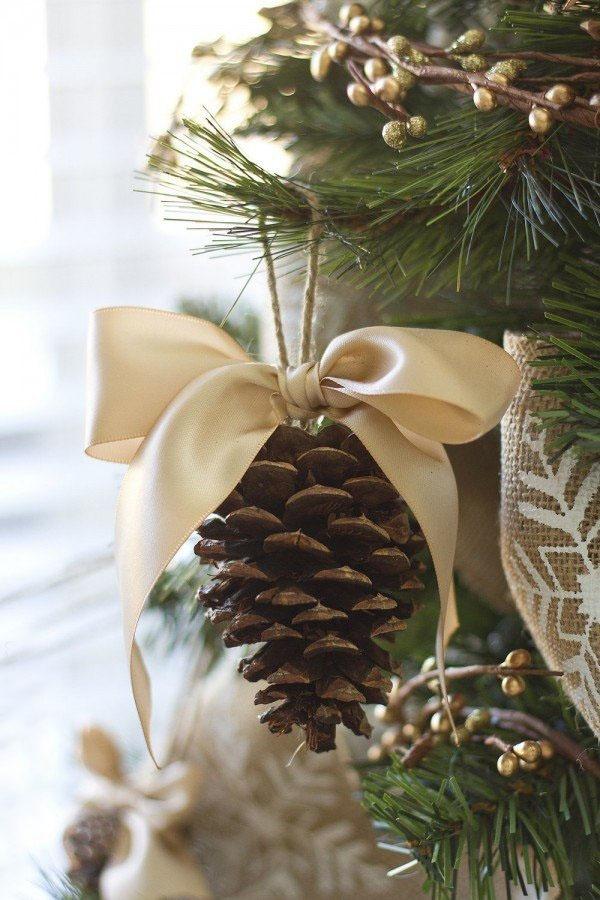 mobile de Noël à fabriquer un pomme de pin