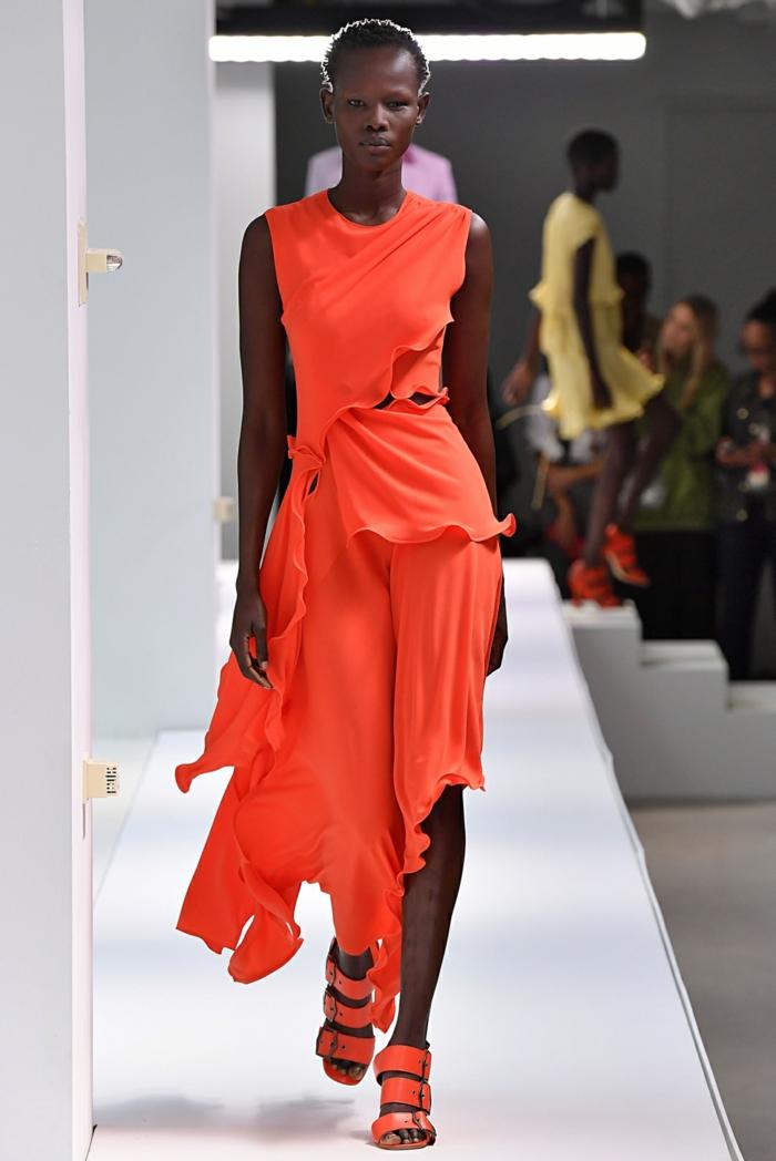mode femme robe en living coral pantone 2019